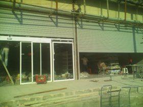 درب اتوماتیک شیشه ای و کرکره برقی فروشگاه زنجیره ای