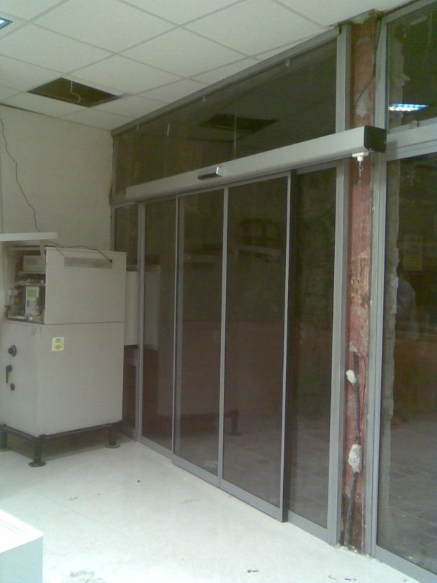 درب اتوماتیک شیشه ای دستگاه عابر بانک