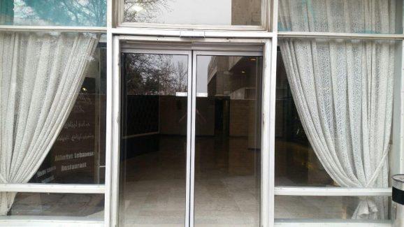 درب اتوماتیک شیشه ای هتل بین المللی پارسیان استقلال